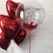 Композиция с шаром баблс и сердцами с индивидуальной надписью