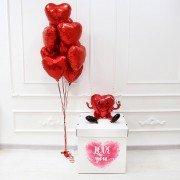 """Воздушные шары в коробке с наклейкой """"Красное сердце"""""""