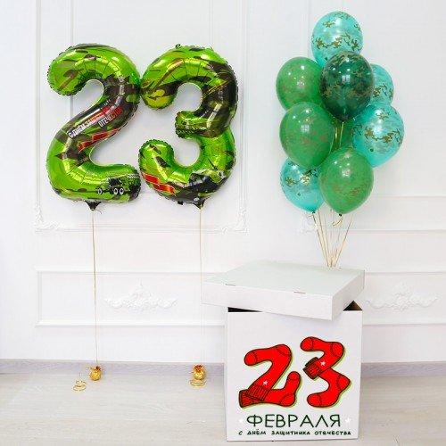 Воздушные шарики в коробке на 23 февраля с наклейкой носков