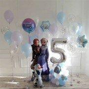 Композиция шаров на день рождения Холодное сердце со снежинками и цифрой
