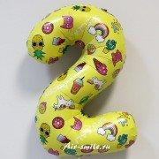 Шар цифра 2 жёлтая с единорогами и сладостями
