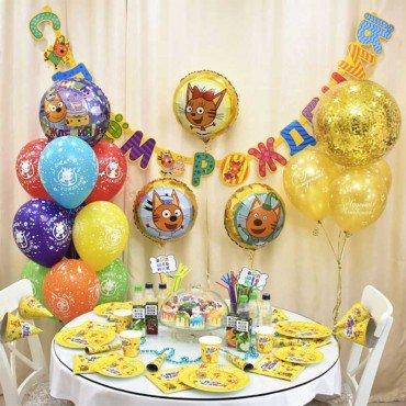 Композиция из шариков с тремя котами на день рождения