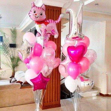 Композиция из шариков на день рождения с котятами