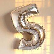 Шар цифра 5 серебряного цвета