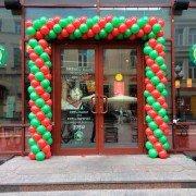Уличное оформление шарами магазина