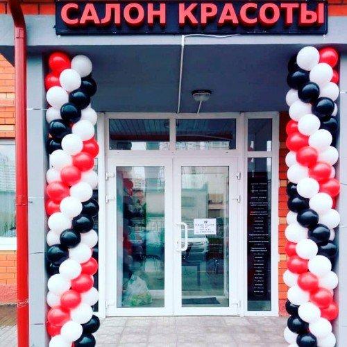 Колонна из шаров для украшения входа в салон красоты