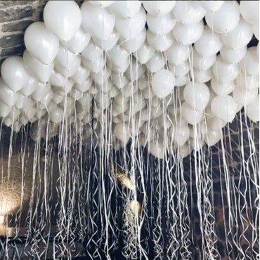 Шарики под потолок белого цвета