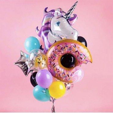 Облако из шаров с пончиком и единорогом