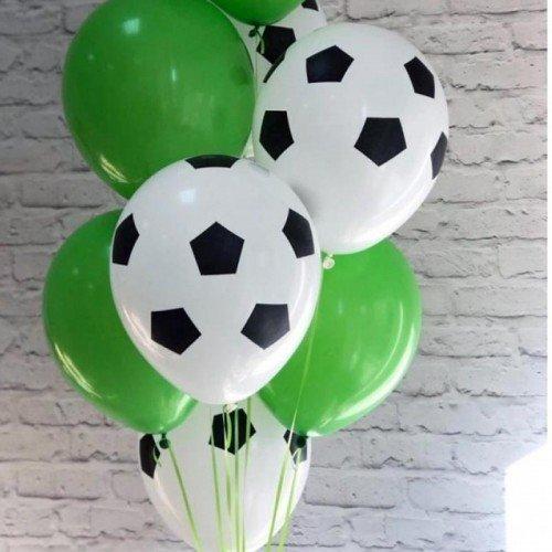 Шарики с рисунком футбольного мяча белого цвета