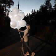 Светящиеся белые шары на свадьбу