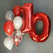 Фонтан из шаров на 10 лет с красными цифрами