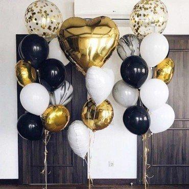 Фонтаны из шаров с золотым конфетти и большим золотым сердцем