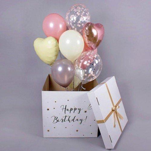 Коробка с воздушными шариками с индивидуальной надписью на День Рождения в нежных оттенках