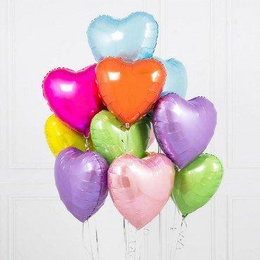 Яркие фольгированные шарики в форме сердечек