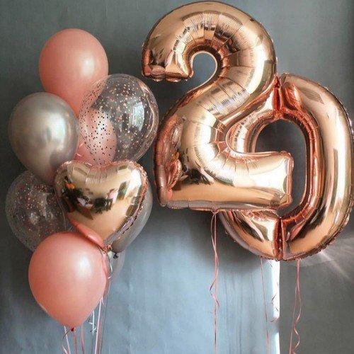 Оформление воздушными шарами юбилея девушки 20 лет с цифрами розовое золото