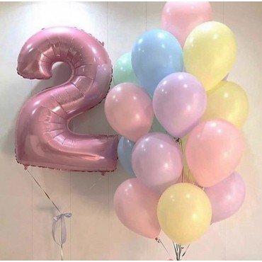 Матовые шары макарунс с розовой цифрой