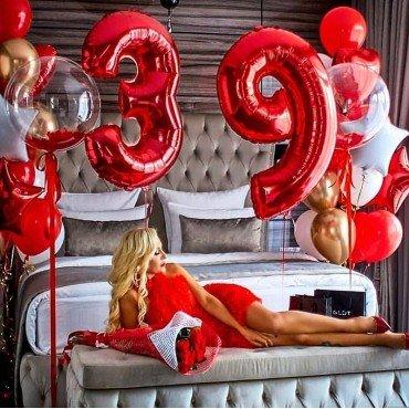 Шарики для девушки на 39 лет с цифрами и баблс с перьями