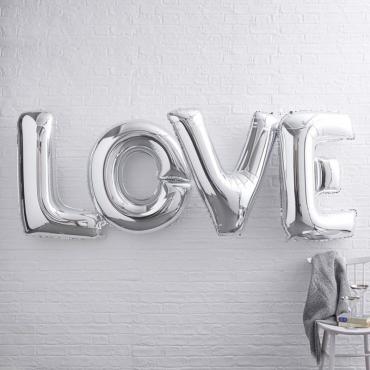 Надпись LOVE из шаров серебро
