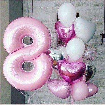 Фонтан из шаров на 8 марта в розовых тонах