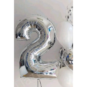 Фольгированная цифра 2 серебряного цвета с гелием
