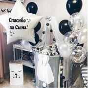 Украшение шарами на выписку в чёрно белом стиле