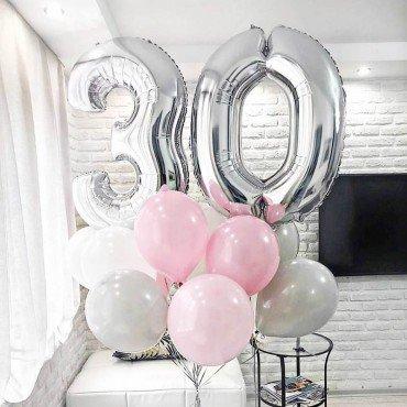 Букет из воздушных шариков с цифрой 30 серебро