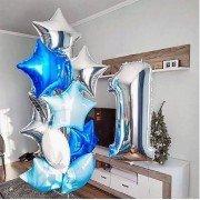 Украшение шариками на 1 год в нежно голубых цветах