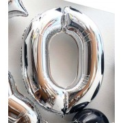 Фольгированная цифра 0 серебряного цвета