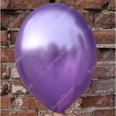Шарик фиолетового цвета оттенка металлик