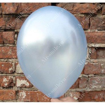 Шарик голубого цвета оттенка металлик