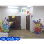 Композиция из шаров с двумя клоунами и аркой