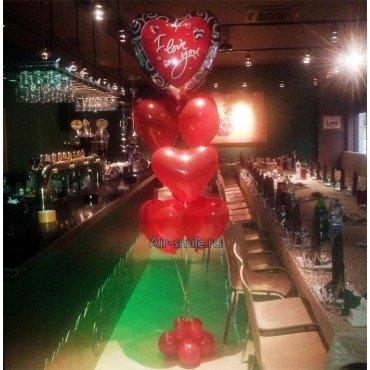 Букет из фольгированного крупного шара в виде сердца и шести латексных крупных сердец