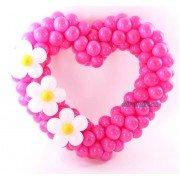 Малиновое сердце с цветочками на день святого Валентина