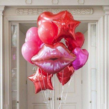 Букет шаров на 8 марта с фольгированными губами