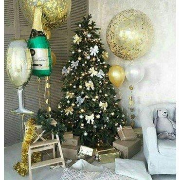 Шары гиганты на новый год в стильном украшении комнаты