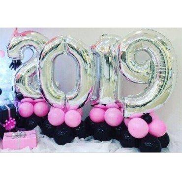 Цифры 2019 на основании с воздухом на новый год