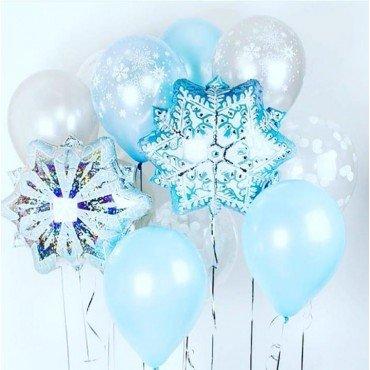 Фольгированные голубые снежинки и латексные шарики на тему нового года