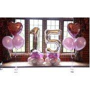 """Цифра """"15"""" на основании и два фонтана с сердечками"""