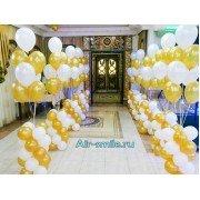 Бело золотые стойки из шаров