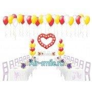 Сердце из шаров с вкраплениями, фонтаны из шариков и на потолок