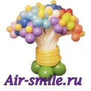 Разноцветные цветы из шаров на подставке