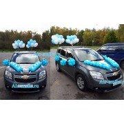 Вариант украшения автомобиля воздушными шарами на выписку мальчика