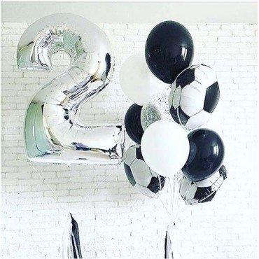Серебряная цифра 2 и шарики на детский праздник